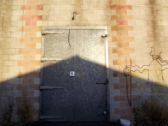 Door 6 with knife
