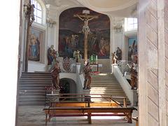 Blick von der Kirchentür aus ins Innere