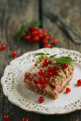Punase sõstra kook hapukoore ja martsipaniga / Red currant cake with sour cream and marzipan
