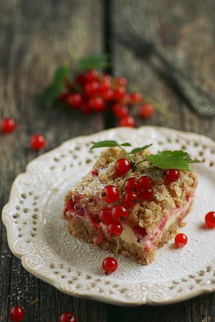 Punase sõstra kook hapukoore ja martsipaniga / Red currant cake with sour cream and marzipan