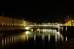 BESANCON: Le quai Vauban, le pont Battant de nuit.