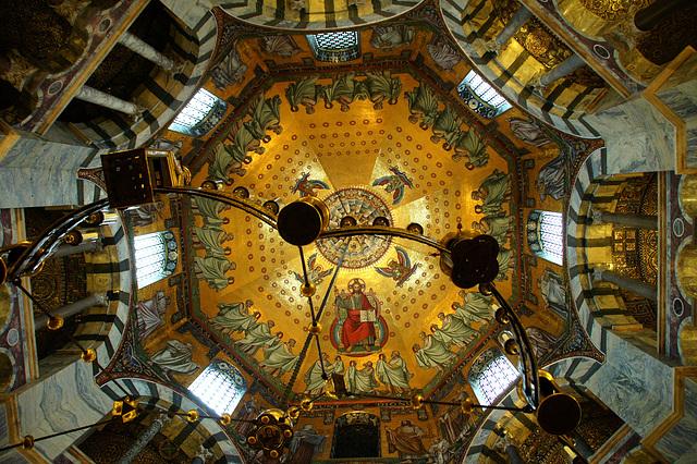 Oktagonkuppel des Aachener Doms