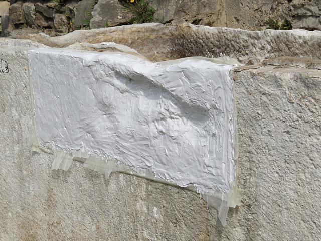 Manastirine : rénovation de sarcophage.