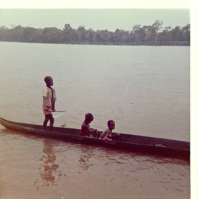 Kwilu River boys, Bandundu, 1975