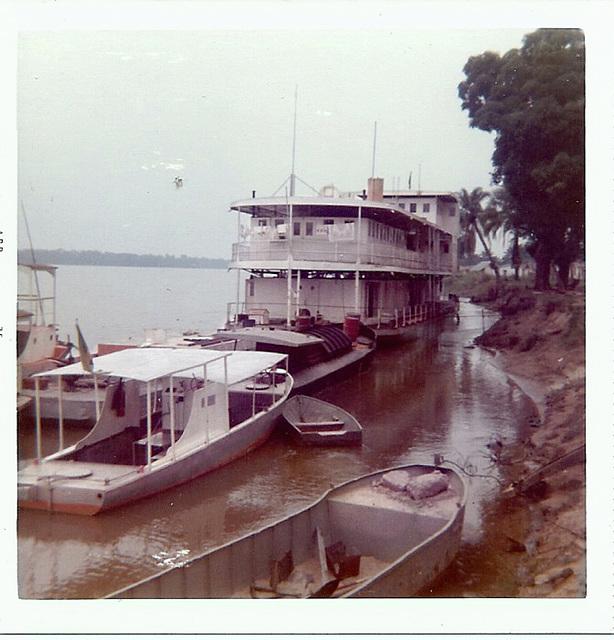 Bandundu waterfront, Zaire, 1975