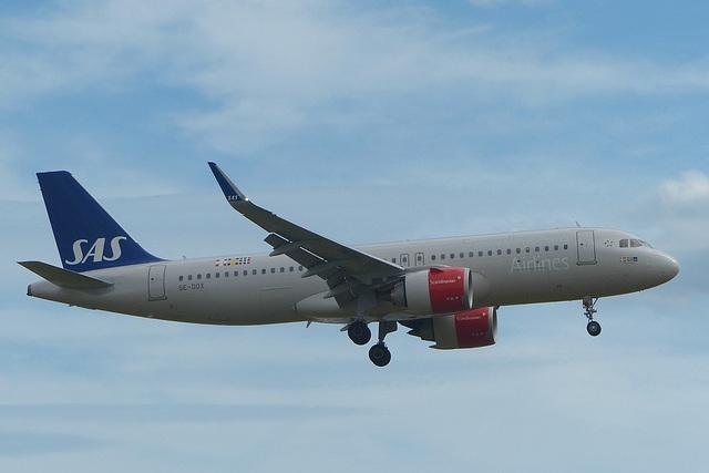SE-DOX approaching Heathrow - 7 July 2017