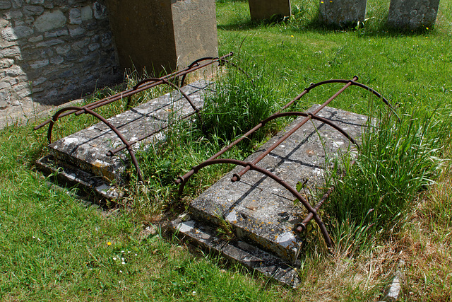 Eastwood - St Laurence : Graves