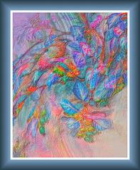 Ailes de nacre bleutée, empreinte d'une fleur en pétales de soie....