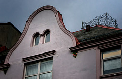 Gable and Roof Fence Crown