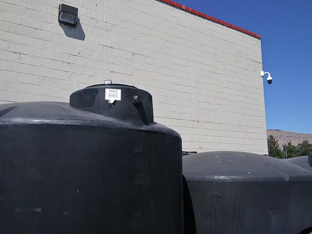 1550 gallon tank
