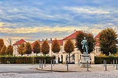 Kronprinz Friedrich vor Schloss Rheinsberg
