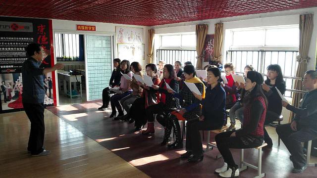Zhang-Fude gvidas Esperanto-kurson en sia urbo Lanzhou, Gansu, Ĉinio