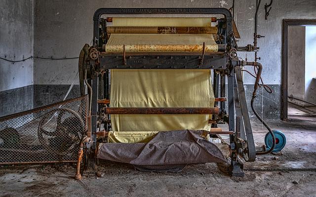 machines-20 - dyeing yellow