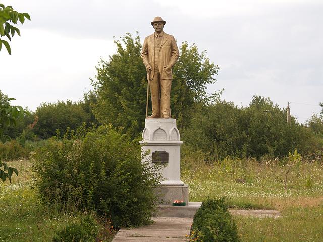 Памятник Голубеву В.Ф. в Пархомовке