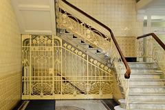 Gitter zur Kellertreppe im Asia-Haus