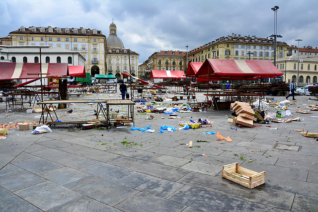 Turin 2017 – After the market on the Piazza della Repubblica
