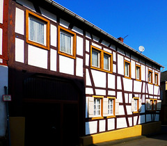 DE - Grafschaft - Fachwerk in Lantershofen