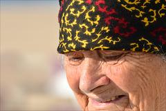 Nazaré, mulher na praia