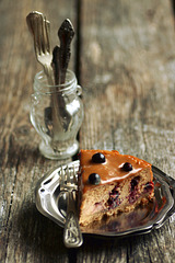 Juustukook kondenspiima ja mustade sõstardega / Cheesecake with dulce de leche and black currants