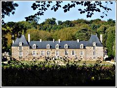 Vue du chemin vers le château de la Ville Huchet à Plouer sur Rance (22) avec note