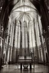 La Cité de CARCASSONNE, Basilique Saint Nazaire, Abside et vitraux
