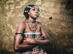 L'Afrique au féminin... Femme à la pipe..