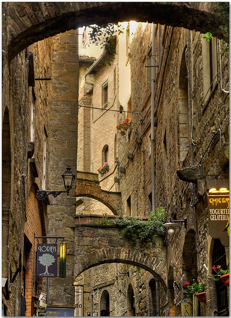 Memories of Tuscany: Volterra Street detail