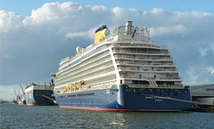 Spirit of Discovery at Southampton - 17 October 2019
