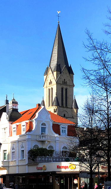 DE - Bad Neuenahr - Rosenkranzkirche, gesehen von der Kreuzstrasse