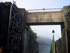 Lock of Crestuma-Lever Dam (1985).
