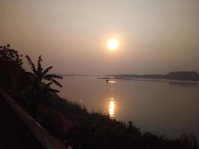 Mekong sunset / Coucher de soleil sur le Mékong