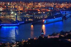 Landungsbrücken, Elbe, Schwimmdock und Container-Hafen