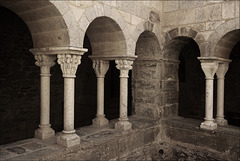 Cloître supérieur (roman) de St Pere de Rodes