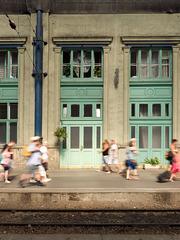 Reisende im Westbahnhof Nyugati Budapest
