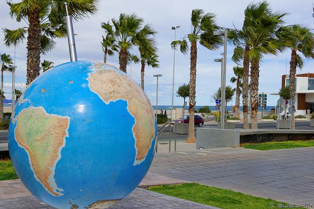 Valencia ∈ Rotationsachse der Erde  (© Buelipix)