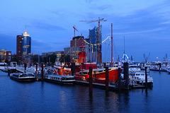 Sportboothafen mit Feuerschiff-Restaurant