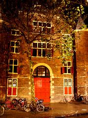 La porte rouge et inédite /The forbidden red door