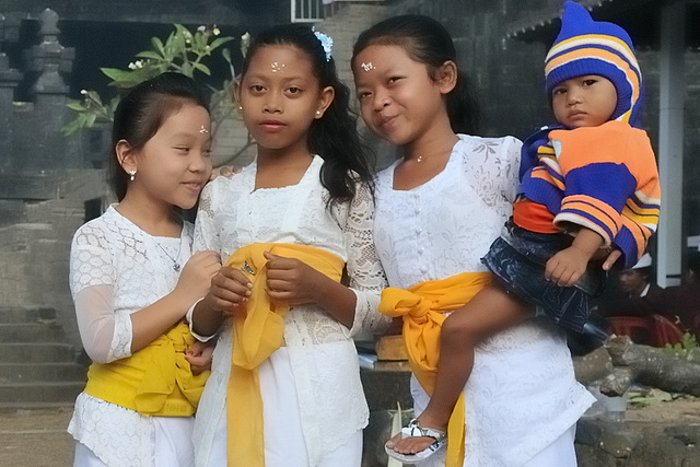 Young worshipers come to Pura Ponjok Batu