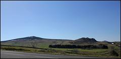 Panorama du plateau et  sucs (anciens volcans )