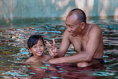 Girl taught by her father learns to swim