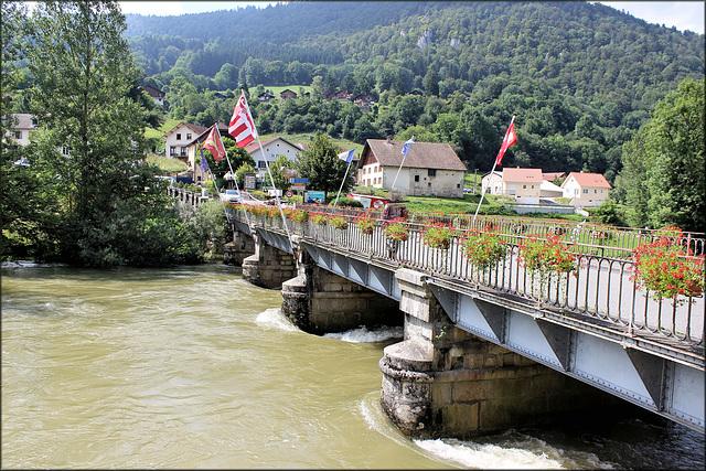 Goumois (Suisse) (25) 31 juillet 2014. Vue en direction  de Goumois (France).