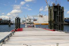 """Hafenrundfahrt (1o): """"Enggstelle"""" auf der Rückfahrt"""