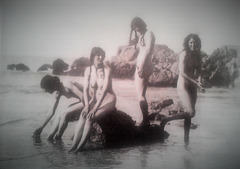 The naked Olivier Sisters were waiting for the I WW, at Cornwall, 1914?