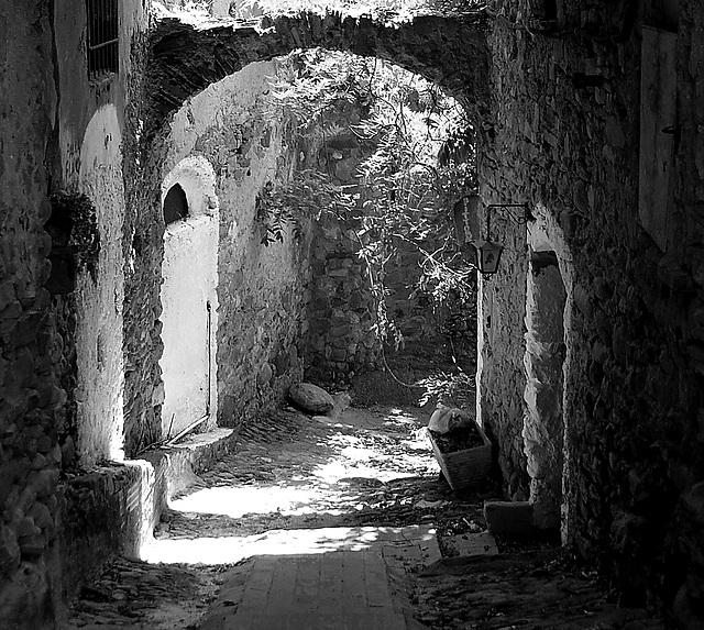 Vicolo a Bussana Vecchia ( Sanremo - IM)