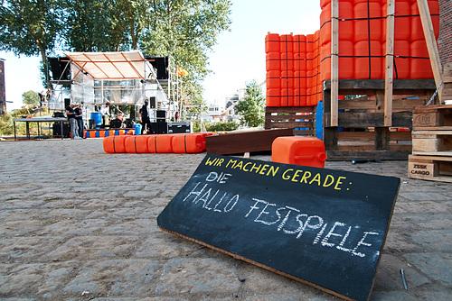 Schild auf dem Hallo Festspiel Gelände -- machen-1210676-co-03-09-15