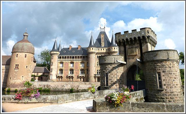 Le château de La Clayette en Bourgogne (Voir notes)
