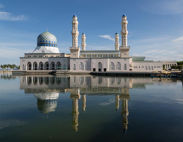 Mosquée qui se reflète dans l'eau............(EXPLORE)