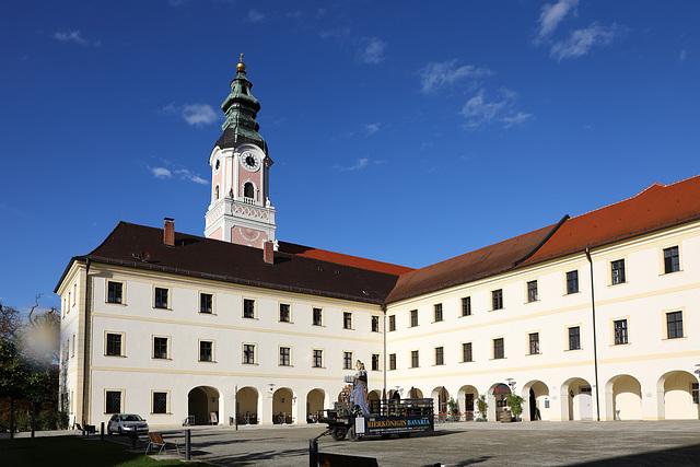 Kloster Aldersbach mit Bierkönigin Bavaria (PiPs)