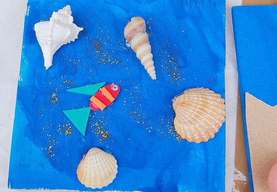 Hikmet: Super la maro la bunta nubo (ilustraĵo)
