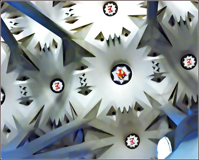Barcellona : ANTONI GAUDI - dettaglio artistico della decorazione molto originale nella volta della 'Sagrada Familia'